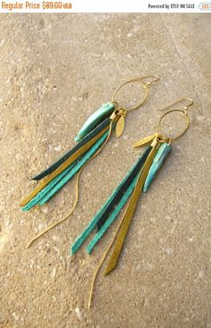 SALE Leather Fringes Earrings Turquoise leather par ZOZidesign