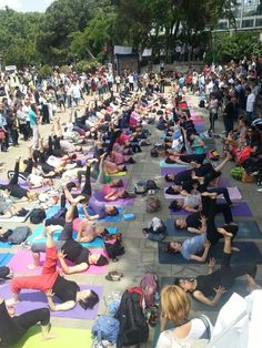 Yoga being practiced amid protests in Taksim.