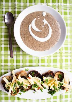Surfing the world cuisine: Mushroom soup with croutes / Grybų sriuba su skrud...