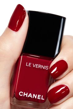 Best red nails manicure ideas and home tutorial. Over 70 awesome photos with red nails designs that will make you look like a star. Chanel Nail Polish, Chanel Nails, Red Nail Polish, Chanel Chanel, White Nails, Pink Nails, Pink Nail Colors, Nail Colour, Nagel Gel
