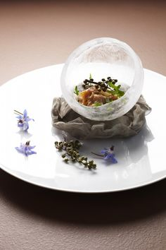 "Alain Ducasse-DoDong: Clam ""Geoduck"" en fines tranches marinées gingembre/poivre de Sichuan Frais. Note: you can make your dish in ice - perfect for keeping the dish fresh & so beautiful to serve"