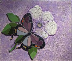 Mosaico em azulejos sobre textura.