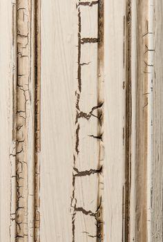 Tavern White Brushmark Crackle