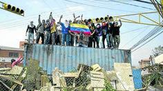 """""""TRINCHERAS DE LIBERTAD"""" EL ROSTRO DE UNA POSGUERRA: San Cristóbal sometida por soldados, tanquetas y helicópteros"""