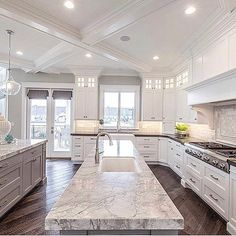 luxury kitchen design ideas we'd copy if money were no object Dream Home Design, My Dream Home, Home Interior Design, Luxury Interior, Luxury Kitchen Design, White House Interior, Dream Homes, Modern House Design, Dream Life