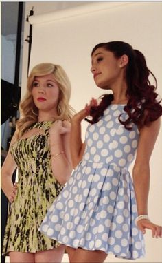 Ariana Grande and Jennette McCurdy Love Ariana's dress!