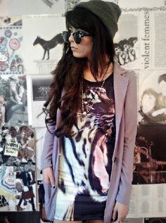 slouchy hat, graphic cotton dress, over-sized blazer, long necklace, sunglasses