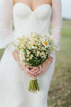 simple & beautiful daisy bouquet photographed by I Love Wednesdays