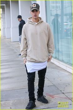 Funky fashion with justin bieber style Justin Bieber Outfits, Justin Bieber Style, Justin Bieber Photos, Funky Fashion, New Fashion Trends, Mens Fashion, Fashion Pants, Fashion Outfits, Streetwear