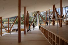 Yamazaki Kentaro Design Workshop completed the Hakusui Nursery School, a glass-enclosed structure that terraces down a slope in Chiba, Japan. Arch Interior, Interior Stairs, Wooden Architecture, Interior Architecture, Hillside House, Japanese Landscape, Workshop, Nursery School, Education Architecture
