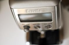 About two weeks with the new @breville Smart grinder Pro -- A Huuuuge  improvement over the previous model with more consistency fineness control and less clumping -- still clumping but much less. It's been doing great with most medium and light roasts in the mid-espresso settings and only had a little trouble with a few SO light roasts over a week off roast.  special shout out to Matt Sutton @breville for the hookup - - - - -  #dailybrew #macciato #pourover #v60 #hario #espresso #chemex…