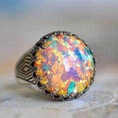 Rainbow Ring - Vintage Fire glass Opal on silver - Adjustable Opal Jewelry, I Love Jewelry, Jewelry Making, Gold Jewelry, Jewlery, Vintage Rings, Vintage Jewelry, Vintage Diamond, My Birthstone