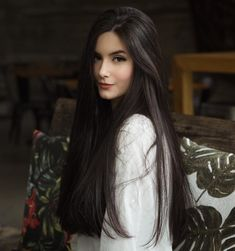 If you want to try black long straight hair, you can look at our picture album. You will marvel at the unique beauty of long straight black hair. Long Black Hair, Long Hair Cuts, Dark Hair, Red Hair, Brown Hair, Face Shape Hairstyles, Pretty Hairstyles, Straight Hairstyles, Formal Hairstyles