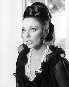 English actress Joan Collins as Carole Bradley in the TV movie 'Drive Hard, Drive Fast', directed by Douglas Heyes, Get premium, high resolution news photos at Getty Images Hollywood Actor, Golden Age Of Hollywood, Hollywood Actresses, Classic Hollywood, Old Hollywood, Dame Joan Collins, Der Denver Clan, English Actresses, Love Her Style