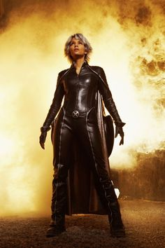X-Men - Storm played by Halle Berry Estilo Halle Berry, Halle Berry Storm, Storm Marvel, Marvel X, Marvel Girls, Marvel Characters, Marvel Movies, Book Characters, Costume Ideas