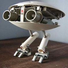 Junk Robot like in the movie Batteries Not Included Robot Cute, I Robot, Recycled Robot, Recycled Art, Metal Robot, Arte Robot, Robots Characters, Sci Fi Models, 3d Fantasy