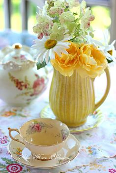 Aiken House & Gardens: Sunny Yellow Tea