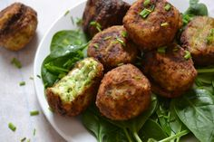 Kreikkalaiset kesäkurpitsapallerot Veggie Recipes, Wine Recipes, Vegetarian Recipes, Healthy Recipes, Food Porn, Vegan Challenge, Good Food, Yummy Food, Cookery Books
