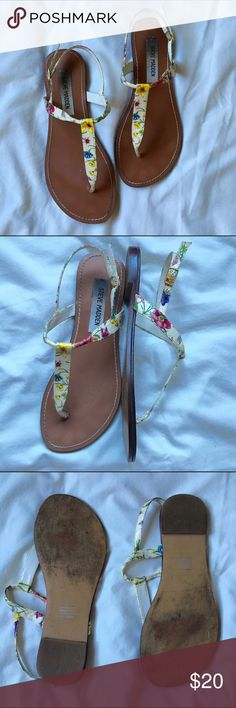 Steve manden floral White sandals Steve Madden white floral sandals. Used but in good condition. Size 6.5. Steve Madden Shoes Sandals
