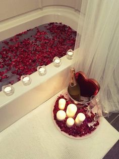 Kit includes: Rose petals natural or silk (natural dry rose petals only in red) Decorative tray in diameter) Champagne tub (bottle not included) Champagne Romantic Room Surprise, Romantic Bath, Romantic Night, Romantic Dinners, Romantic Gifts, Romantic Ideas, Romantic Birthday, Romantic Candles, Romantic Quotes