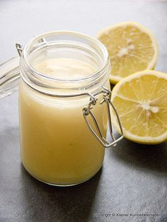 In erster Linie ist Lemon Curd ein süßer britischer Brotaufstrich, der unverschämt lecker, aber auch ebenso reichhaltig ist. Tatsächlich is...