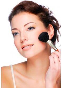 Com a proximidade do verão, as maquiagens ficam mais coloridas e a paleta de tons terrosos normalmente faz bastante sucesso entre as mulheres que gostam de manter a pele sempre bronzeada. Se você faz parte desse time, essa temporada traz os pós e bas
