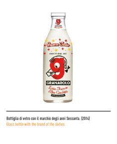 Bottiglia di vetro con il marchio degli anni Sessanta / Glass milk bottle with the brand of the sixties Glass Milk Bottles, Milk Glass, Vodka Bottle, Water Bottle, Drinks, Logo, Drinking, Beverages, Water Bottles