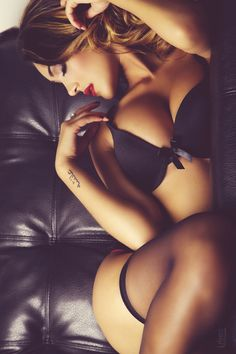 love this pose .. boudoir photo idea for your love