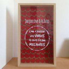 Aqui é assim... tudo personalizado pra você! Esse vai pra São Paulo! 😍❤🍷 #quadrodevinho #vinho #elo7 #encomendas #wine #winelovers #loucosporvinho #estudiomagnolia #designerdaniela #decolalab2016 #silhouettestudio #silhouette #silhouetteportrait