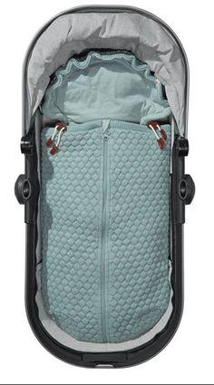 Een Joolz Nest voor in de Joolz kinderwagen maar ook voor in de auto. Beschikbaar in 5 verschillende kleuren. Zowel vocht absorberend als warmte regulerend.