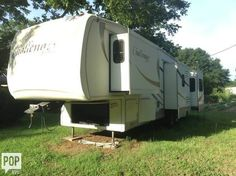 This 2008 Challenger Keystone 34SAQ is a must see! Ready for your next adventure!