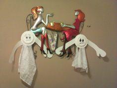 fantasmitas reciclados Bathroom Hooks, Halloween, Easy Crafts, Red, Green, Fabrics, Colors, Bruges