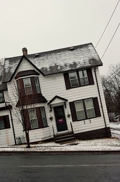 photographer Cameron Wittig's capture of common midwestern homes characteristic of Duluth, Minnesota. The series' title is a play on Bernd and Hilla Becher's typologies of industrial German architecture. German Architecture, Ancient Architecture, Geisha Book, Street Photography, Art Photography, Surrealism Photography, Zoom Photo, House On A Hill, Built Environment
