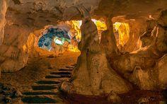 Karain Mağarası, Türkiye'nin en büyük doğal mağaralarından biri. Karain Mağarası, Antalya'nın 30 km kuzeybatısında, eski Antalya-Burdur karayoluna 6 km uzaklıkta bulunan Yağca Köyü sınırları içerisinde yer alıyor.