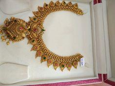 Gold Earrings Designs, Gold Jewellery Design, Gold Designs, Necklace Designs, Antique Necklace, Antique Jewelry, Gold Pendent, Moon Jewelry, Pendant Jewelry