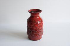 Całkiem duży, choć z tych średnich ceramiczny ananas od Jasby.  Stan bdb.  Piękny kolor i faktura. #vintage #vintagefinds #vintageshop #forsale #design #midcentury #midcenturymodern #jasba #keramik #vase