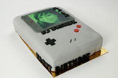 http://www.paintcakes.com  game boy, retro gaming, cake, cakes, birthday cake, gateau d'anniversaire, geek, nerd, livraison, paris, sur mesure, personnalisé,