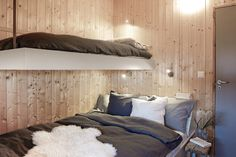 Modern Lake House, Modern Cottage, Bunk Rooms, Bedrooms, Cottage Furniture, Cabin Design, Cottage Interiors, Scandinavian Home, House In The Woods