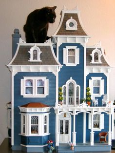 1:12 scale Victorian #dollhouse with Tuffy the BluKat : ) from Blukatdesign Hey Jenn: Purrelli was in the same dollhouse with his head coming through the front door hahaha