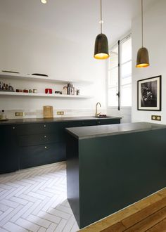 This beautiful Haussmanien apartment is located on the first and last floor of a charismatic brick building in the district of Paris. Drenched with light, highlighting the spaces historical attributes, high ceilings and herringbone parquet. Kitchen Inspirations, Kitchen Design Styles, London Kitchen, Kitchen Interior Design Modern, New Kitchen, Interior Design Kitchen Small, Kitchen Style, Interior Design Kitchen Rustic, Kitchen Renovation