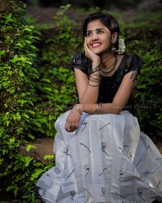 "Krishnendhu official on Instagram: ""Dreaming 🌺🌸🌺🌺🌺🌺🌱🌱🌱 Muse @_girl_with_smile_ Costume @ar_handlooms_kuthampully .📸 @abhinavcpreej.jr Mua @_girl_with_smile_ Location…"""