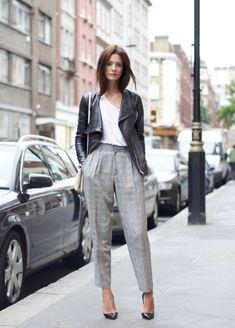 calça de alfaiataria e jaqueta de couro: as produções hi-lo são sempre mais interessantes!