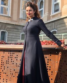 What Women S Shoes Are In Fashion Refferal: 7482996134 Fancy Blouse Designs, Dress Neck Designs, Bridal Blouse Designs, Stylish Dresses For Girls, Nice Dresses, Winter Gowns, Winter Wear, Winter Wedding Outfits, Moderne Outfits