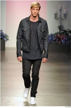 Giving out a deep vibe, this outfit is a great look that references En Noir's classic aesthetic More from the En Noir Spring Summer 2015 collection: http://attireclub.org/2014/10/12/review-en-noir-spring-summer-2015-collection/ #menswear #style #fashion #runway