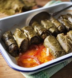 Once you get the hang of them, making dolmades (Greek stuffed vine leaves) is very easy. Good as a main, starter or mezze selection Tapas Recipes, Raw Food Recipes, Healthy Recipes, Turkish Recipes, Italian Recipes, Ethnic Recipes, Antipasto, Dolmades Recipe, Turkish Mezze