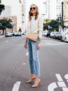 Amy Jackson // Fashion Jackson Light spring neutrals are always a favorite of mine & these raw hem jeans Casual Outfits, Fashion Outfits, Womens Fashion, 30 Outfits, Style Fashion, Fashion Jewelry, Work Outfits, Fashion Bags, Fashion Trends