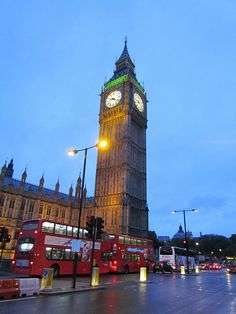 We MUST ride on a double decker bus and see big ben :D Oh The Places You'll Go, Places To Travel, Places To Visit, Beautiful London, Beautiful Places, Beautiful Body, Dream Vacations, Vacation Spots, Famous Castles