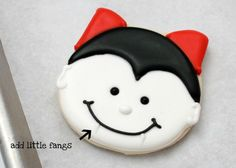 Google Image Result for http://blog.thecelebrationshoppe.com/wp-content/uploads/2011/10/How-To-Ice-Dracula-Vampire-Cookies-8.jpg