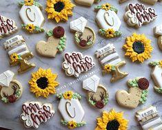Sunflower Cupcakes, Wedding Cookies, Decorated Cookies, Theme Ideas, Celebrity Weddings, Sunflowers, Cookie Decorating, Sugar Cookies, Perfect Wedding
