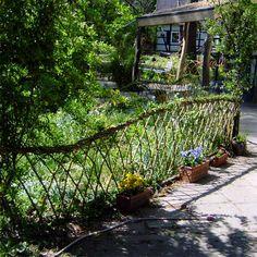 Kreativbau - Wendland - Weide ----  Zaun aus Weidenstecken ...